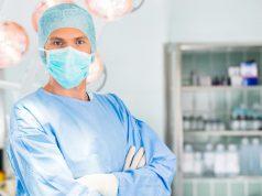 Lekarz chirurg dla dorosłych, małych i maleńkich